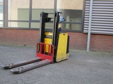 Used 2004 HYSTER P2.