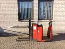 Linde forklift STACKER N20L one