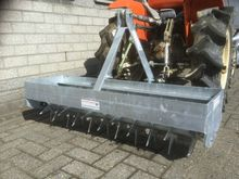 2016 Tractor spiked roller gras
