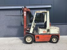 Forklift NISSAN FD25 triplo fre