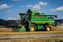 2007 John Deere Combine Harvest