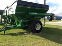 Brent 782 W/ TARP Grain Cart