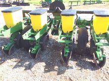 John Deere 1700 4R30 Planter