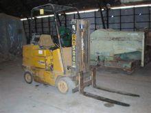 5,000 lb. Caterpillar T50B Fork