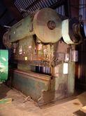 12' x 250 Ton Verson Model B111