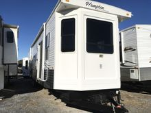 2009 CrossRoads RV Hampton HT38