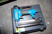 Pneumatic nailer / stapler (com