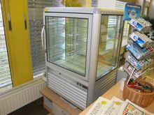 Panoramic refrigerated display