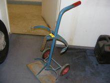 Gas cylinder trolley for 2 bott