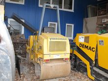 Vibrating roller VIBROMAX W 255