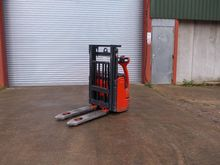 2004 LINDE L10 379 Stacker