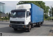 1989 26 1117l Livestock truck