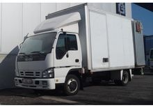 2007 Isuzu NPR85L 5D Closed box