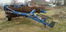 1990 Dalbo Farm roller