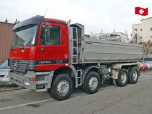 2000 3243 Hook lift truck