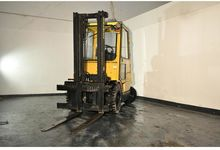 Used 2000 Hyster H2.