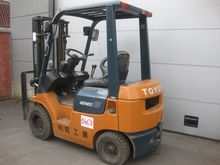 2001 TOYOTA 7FD15 Forklift