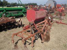 2 Row Cultivator w/ MF Fertiliz