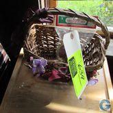 Wicker bird basket w/bird decor