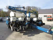 2007 Kinze 3200 12 Row Planter