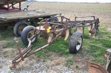 IH 4-bottom pull-type plow