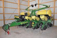 "'10 JD 1760 12 row 30"" planter"