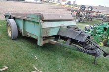 JD 450 Hydra-Push manure spread