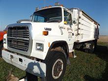'91 Ford L8000 grain truck