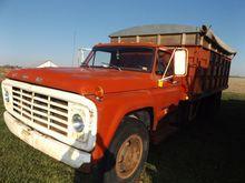 '75 Ford F600 grain truck