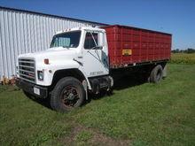1989 IH S-1900 grain truck