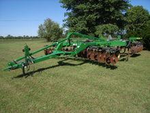 "JD #512 17' 6"" chisel plow/ripp"