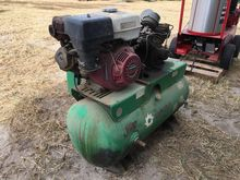 AIR COMPRESSOR W/ 8 HP GAS ENGI