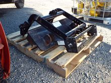 (1) Pallet: Meyer Universal Cle