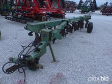 John Deere 2700 6-BTM Plow