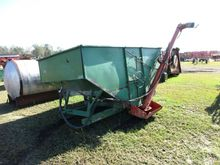 GRAVITY BOX W/HYD AUGER