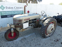 1943 SILVER KING TRACTOR