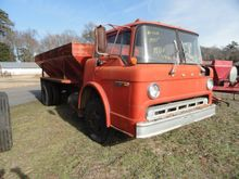 1975 FORD C600 WITH 15' CHANDLE
