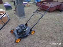 POULAN PRO PUSH LAWNMOWER