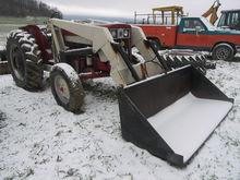 IH 444D Tractor w/IH Loader