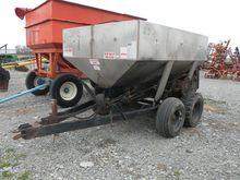 Adams SS 4-Ton Pull Fertilizer