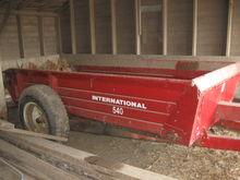 INTERNATIONAL 540 MANURE SPREAD