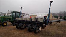 Kinze 2000 corn planter - 6 row