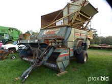 Amadas 9097 4 row peanut combin