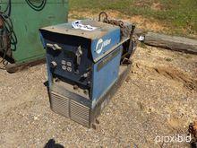 Miller Bobcat 225G Welder/Gener