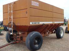 Brent 650 bu gravity wagon