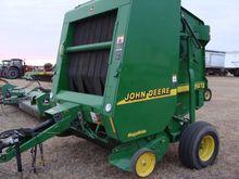 John Deere 567 round baler