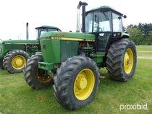 JOHN DEERE 4255 AGRICULTURAL TR