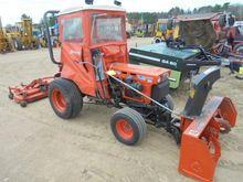 Kubota B7100HST Compact Tractor