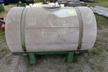 400 Gallon Poly Tank With Brack