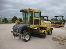 2006 SUPERIOR BROOM DT80J